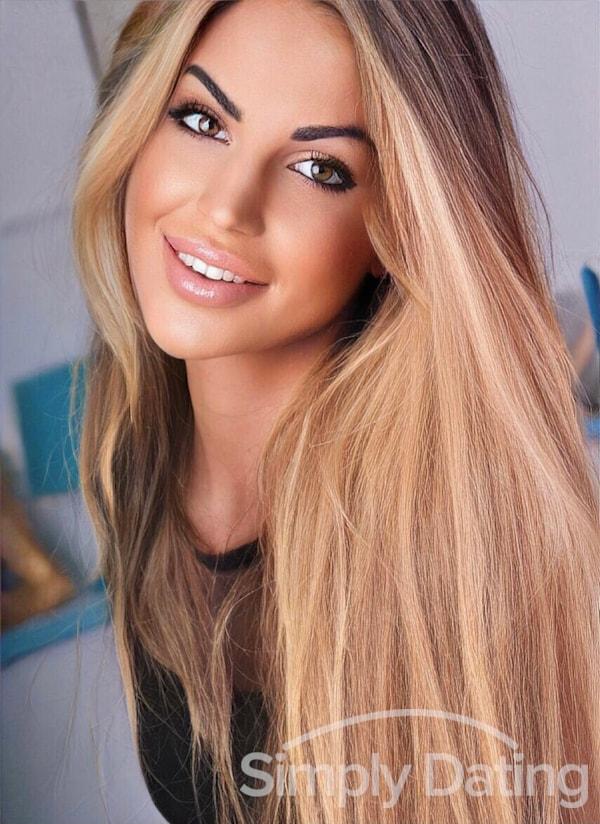 Profile photo for Elenitta