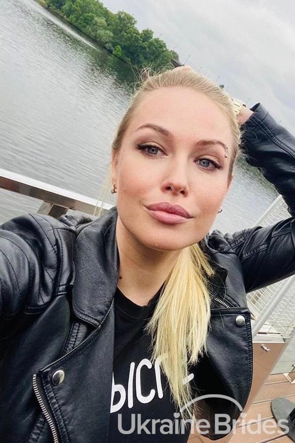 Profile photo for Julliet